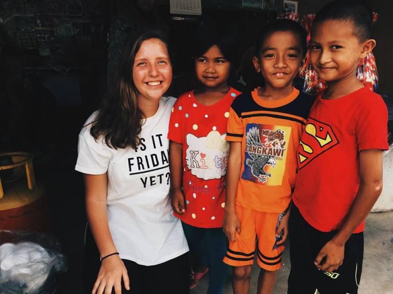 Su vietiniais vaikais Malaizijoje